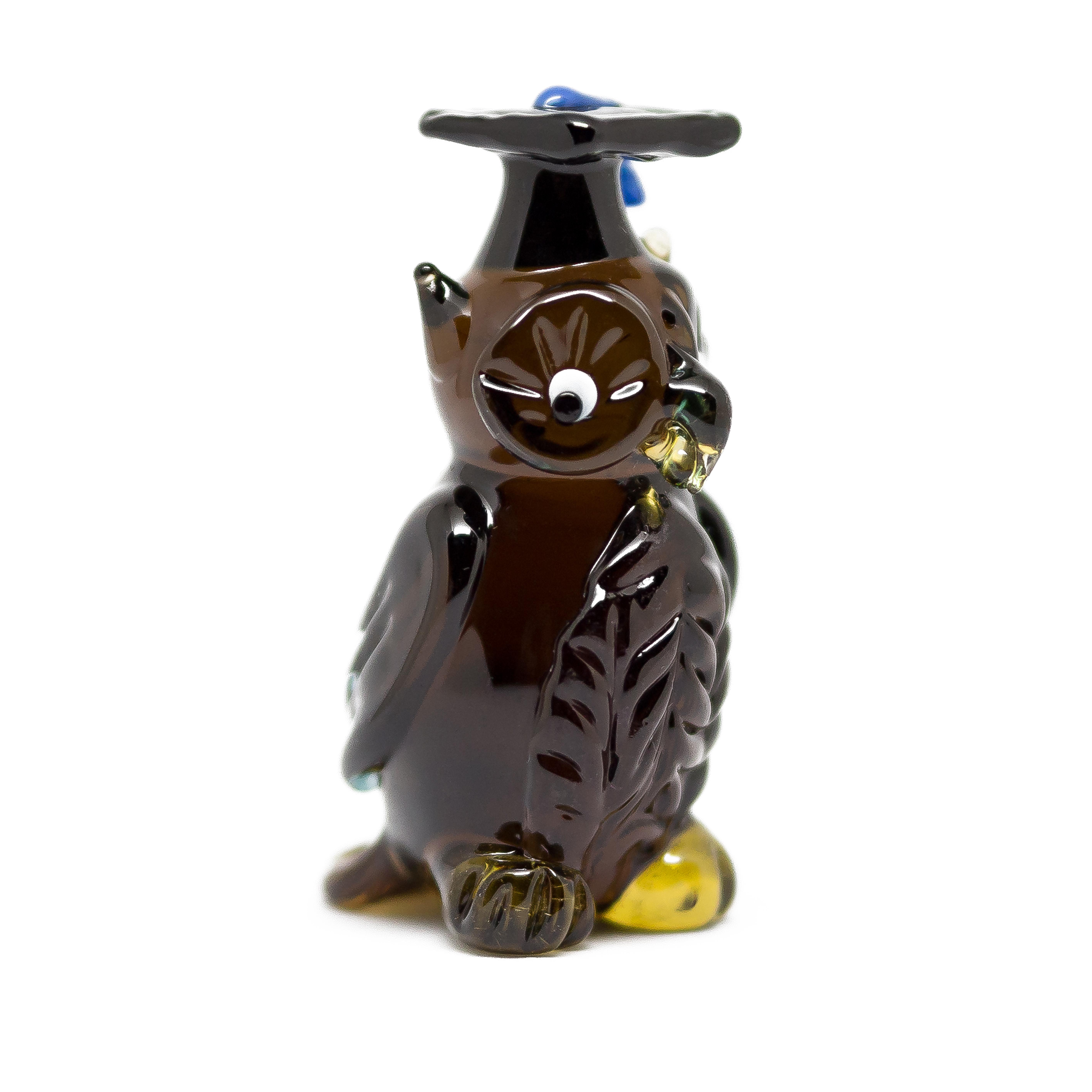 Skleněná sova s promoční čepicí